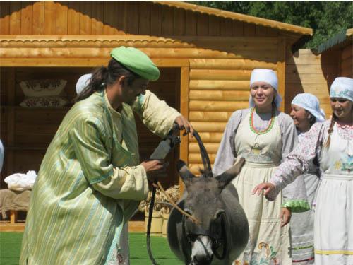 Ходжа Насретдин на театрелизован представлении для туристов в Казани